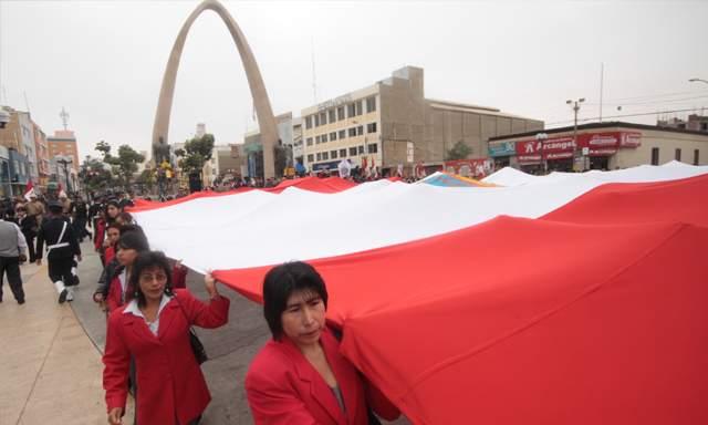 Tradicional paseo de la bandera en Tacna. Foto: Miguel Coaquira (LaRepublica.pe)