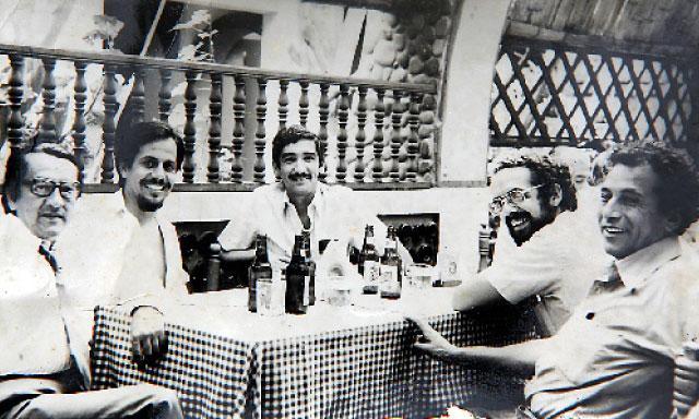 Entre compañeros. A principios de los ochenta, Javier con Alfonso Barrantes y Edmundo Murrugarra, dos líderes de la Izquierda Unida.